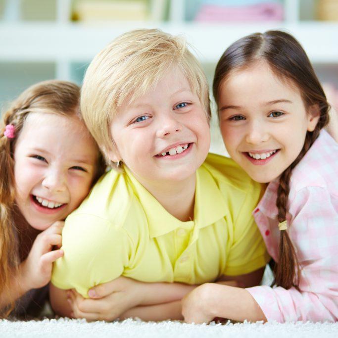 dzieci uśmiechnięte